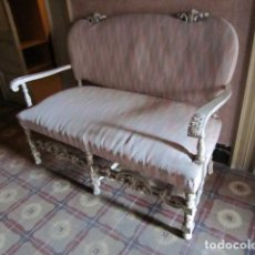 Antigüedades: SOFA MADERA DECAPADA TAPIZADO. Lote 146623718