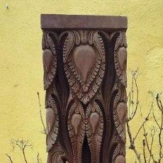 Antigüedades: 2 COLUMNAS TALLADAS DE NEPAL. Lote 146624758