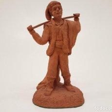 Antigüedades: ESCULTURA DE TERRACOTA DE UN PASTOR, (FIRMA PUJOL 1983). Lote 146645634
