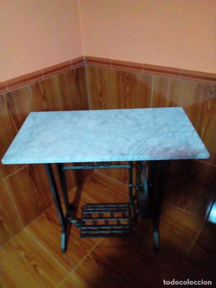 MESA DE MARMOL CON PIE DE MAQUINA DE COSER ALFA (Antigüedades - Muebles Antiguos - Mesas Antiguas)