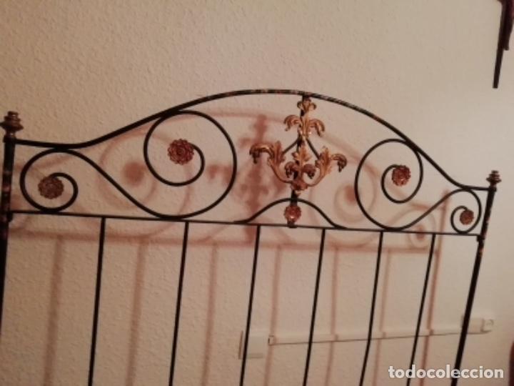 Antigüedades: Exclusiva cama plegable en forja policromada pintada a mano y bronce d finales s.XIX principios s.XX - Foto 10 - 146766782
