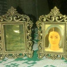Antigüedades: PAREJA DE ANTIGUOS PEQUEÑOS PORTAFOTOS. Lote 146769454
