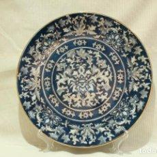Antigüedades: PLATO DE PORCELANA CHINA AZUL ORO FLORAL 31 CM. Lote 146780026