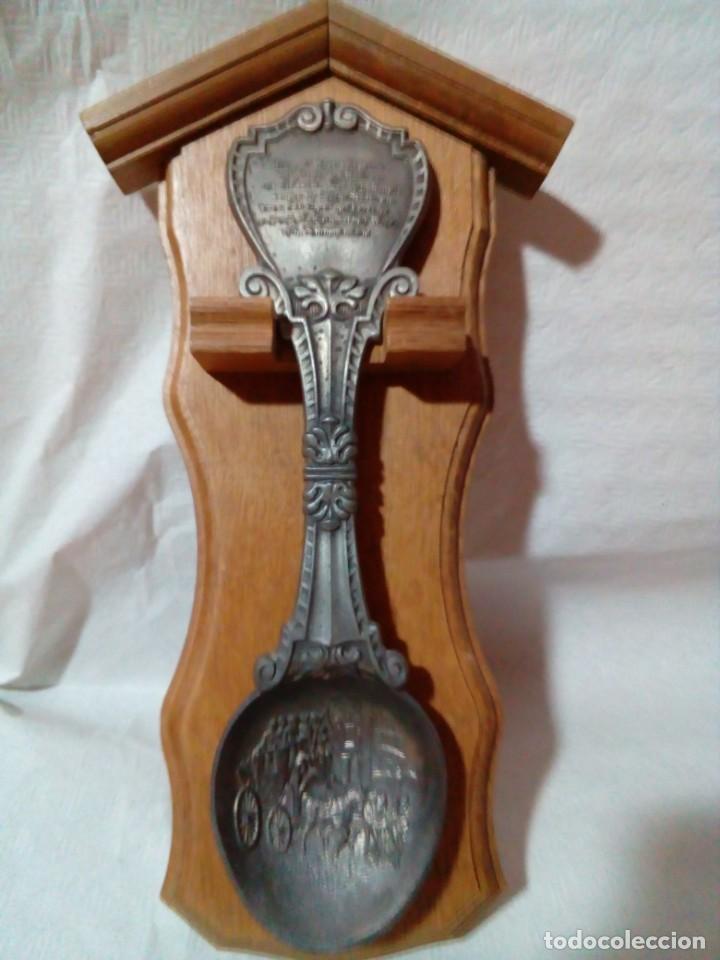 CUCHARERO DE MADERA CON GRAN CUCHARA ALEMANA DE ZINC (Antigüedades - Hogar y Decoración - Otros)