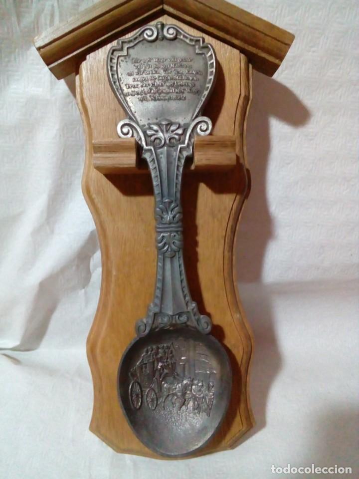Antigüedades: Cucharero de madera con gran cuchara alemana de zinc - Foto 5 - 146807946