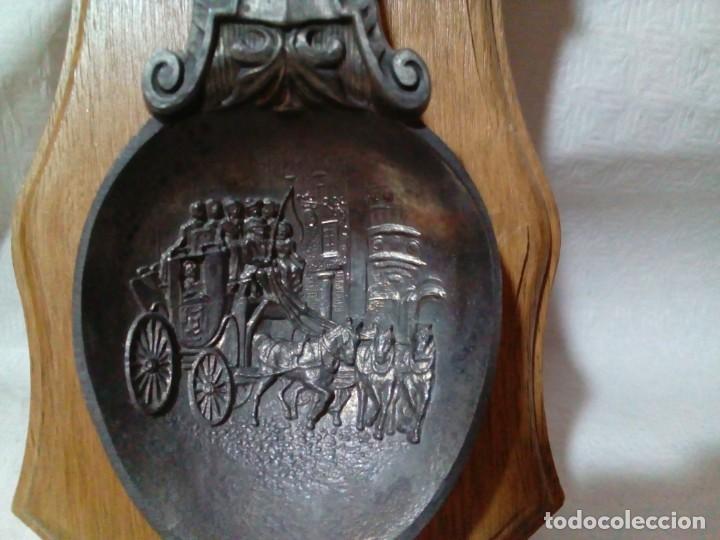 Antigüedades: Cucharero de madera con gran cuchara alemana de zinc - Foto 6 - 146807946