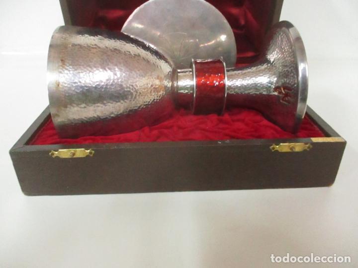 Antigüedades: Cáliz de Plata con Contrastes y Esmalte -Interior del Cáliz Dorado -Patena y Caja (Estuche) Original - Foto 13 - 152021761