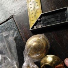 Antigüedades: 4 APLIQUE TERMINALES PERILLAS CORTINAS - NUNCA USADAS - METAL CORTINERO DECORACION - DORADAS - . Lote 146850454