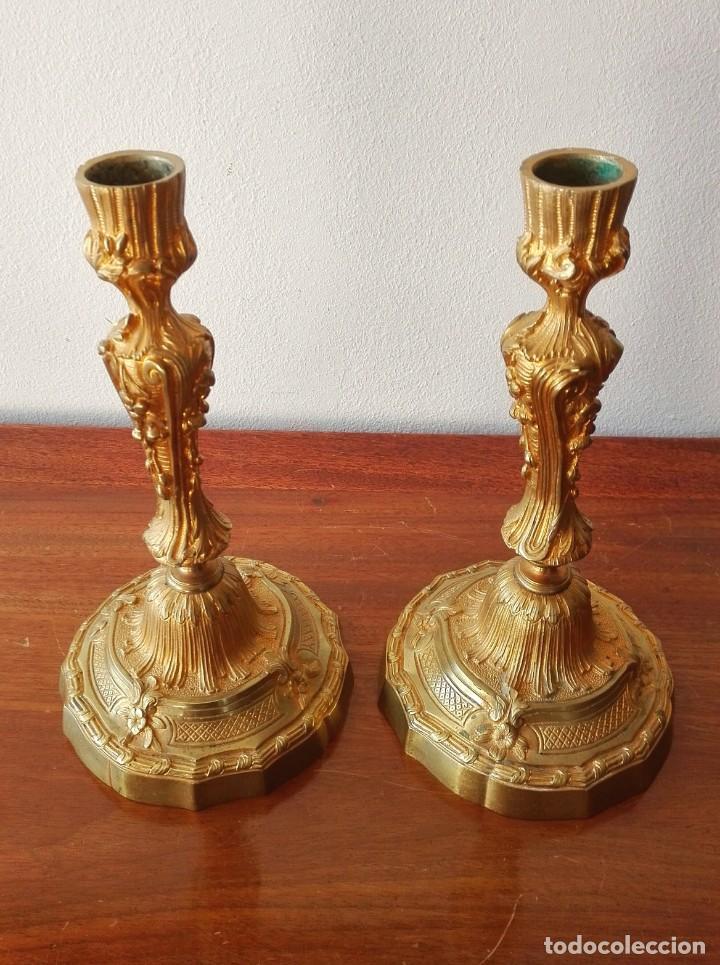 Antigüedades: Pareja de Candeleros Franceses del Siglo XIX. Bronce dorado - Foto 3 - 146855082