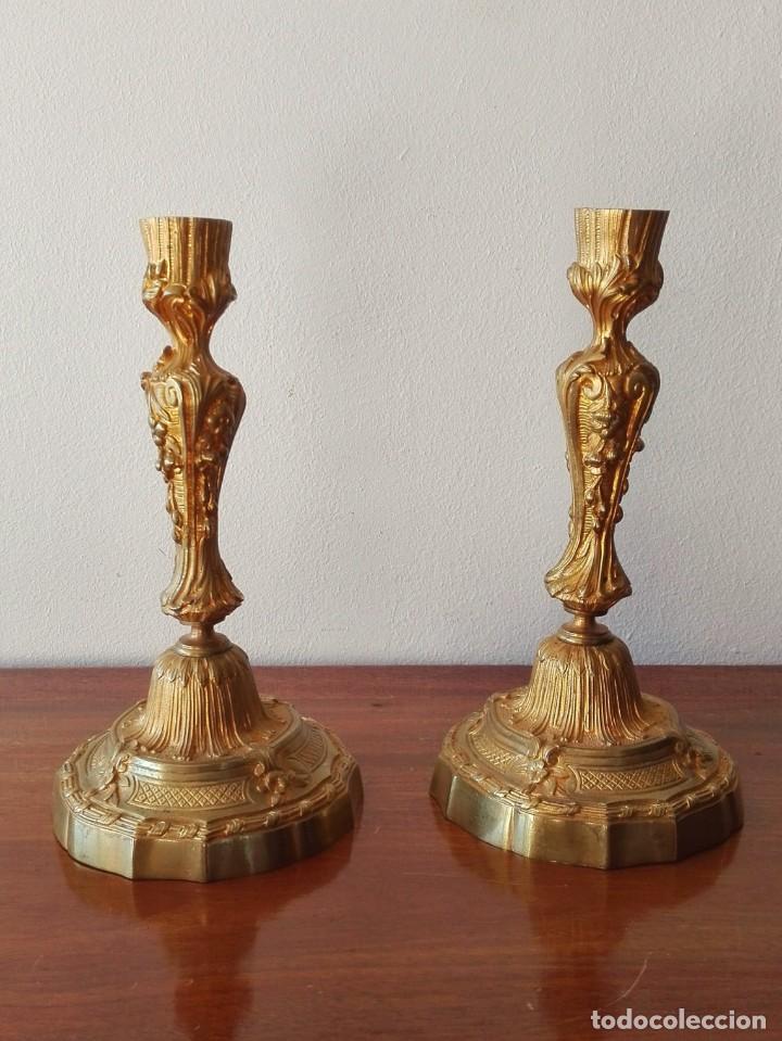 Antigüedades: Pareja de Candeleros Franceses del Siglo XIX. Bronce dorado - Foto 6 - 146855082