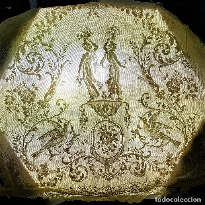 FUNDA DE COJÍN. BORDADO MECÁNICO SOBRE RED. BOTONES NÁCAR. ESPAÑA. SIGLO XIX (Antiquitäten - Wohnen und Dekoration - Antike Bettwäsche)