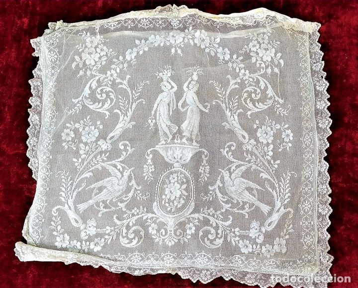 Antiquitäten: FUNDA DE COJÍN. BORDADO MECÁNICO SOBRE RED. BOTONES NÁCAR. ESPAÑA. SIGLO XIX - Foto 2 - 146868902