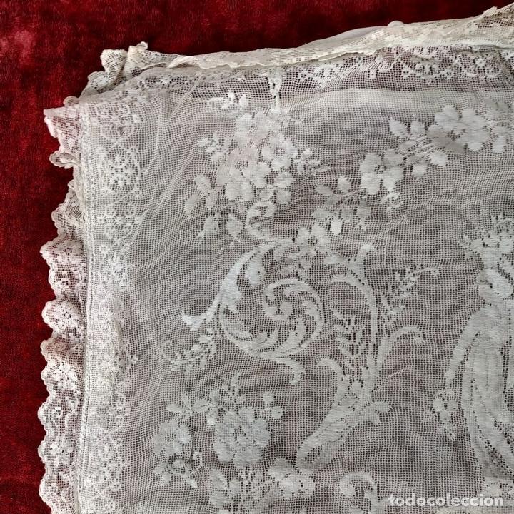 Antiquitäten: FUNDA DE COJÍN. BORDADO MECÁNICO SOBRE RED. BOTONES NÁCAR. ESPAÑA. SIGLO XIX - Foto 3 - 146868902