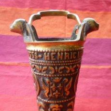 Antigüedades: ACETRE DE BRONCE MACIZO 1.920 GRS INSCRIPCIONES REY HENRI IV Y ESCUDOS HERALDICOS. Lote 146872222