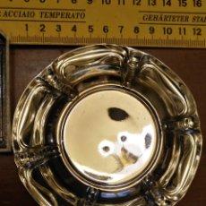 Antigüedades: BANDEJA DE METAL PLATEADO ,BRILLANTE , IDEAL CASAS DE MUÑECAS , CENTRO MESA DECORACION ..12 CM APROX. Lote 146916898
