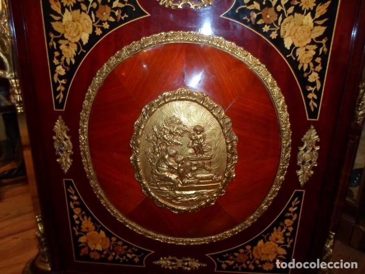 Antigüedades: Elegante entredós o recibidor mueble estilo Luis XVI chapado nogal bronces y marquetería tapa mármol - Foto 3 - 146917218