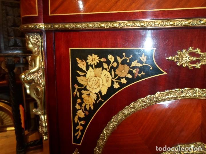 Antigüedades: Elegante entredós o recibidor mueble estilo Luis XVI chapado nogal bronces y marquetería tapa mármol - Foto 4 - 146917218