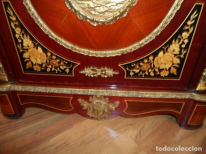 Antigüedades: Elegante entredós o recibidor mueble estilo Luis XVI chapado nogal bronces y marquetería tapa mármol - Foto 5 - 146917218