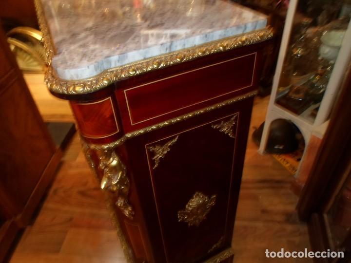Antigüedades: Elegante entredós o recibidor mueble estilo Luis XVI chapado nogal bronces y marquetería tapa mármol - Foto 6 - 146917218