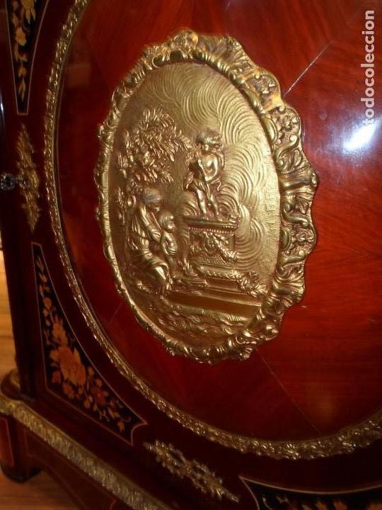 Antigüedades: Elegante entredós o recibidor mueble estilo Luis XVI chapado nogal bronces y marquetería tapa mármol - Foto 7 - 146917218