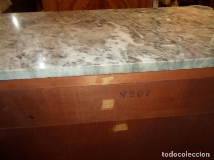 Antigüedades: Elegante entredós o recibidor mueble estilo Luis XVI chapado nogal bronces y marquetería tapa mármol - Foto 9 - 146917218