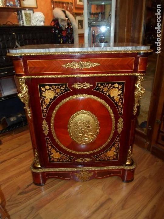 Antigüedades: Elegante entredós o recibidor mueble estilo Luis XVI chapado nogal bronces y marquetería tapa mármol - Foto 2 - 146917218
