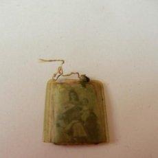 Antigüedades: ESCAPULARIO COLGANTE PARA ESCAPULARIO DE LA VIRGEN DEL CARMEN. 2 CM . Lote 146923730
