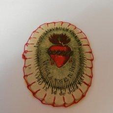 Antigüedades: ESCAPULARIO DETENTE .. EL SAGRADO CORAZÓN ESTÁ CONMIGO ... 7 CM.. Lote 146935718