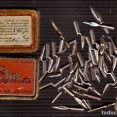 Antigüedades: MUCHISIMAS PLUMAS DE TINTA CON SU CAJA LAS QUE VES MUY ANTIGUAS . Lote 146937950
