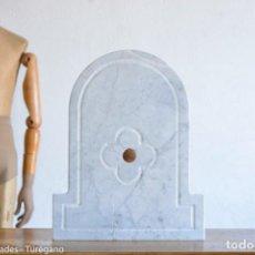 Antigüedades: FRONTAL REALIZADO EN MÁRMOL BLANCO PARA FUENTE O LAVABO - ADORNO, ORNAMENTO, CUBIERTA, COPETE, FLOR.. Lote 146960822