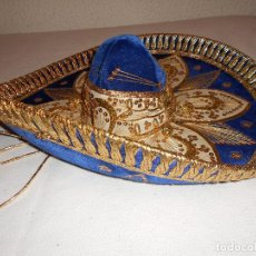 Antigüedades: SOMBRERO MEJICANO PIGALLE XXXXX SALAZAR HECHO EN MEXICO 59 CM AZUL DORADO BLANCO MARIACHI. Lote 146963646