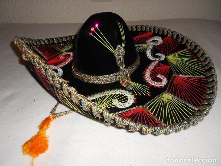 SOMBRERO MEJICANO PIGALLE XXXXX SALAZAR HECHO EN MEXICO 59 CM NEGRO ROJO  VERDE MARIACHI (Antigüedades 2c6a59919da