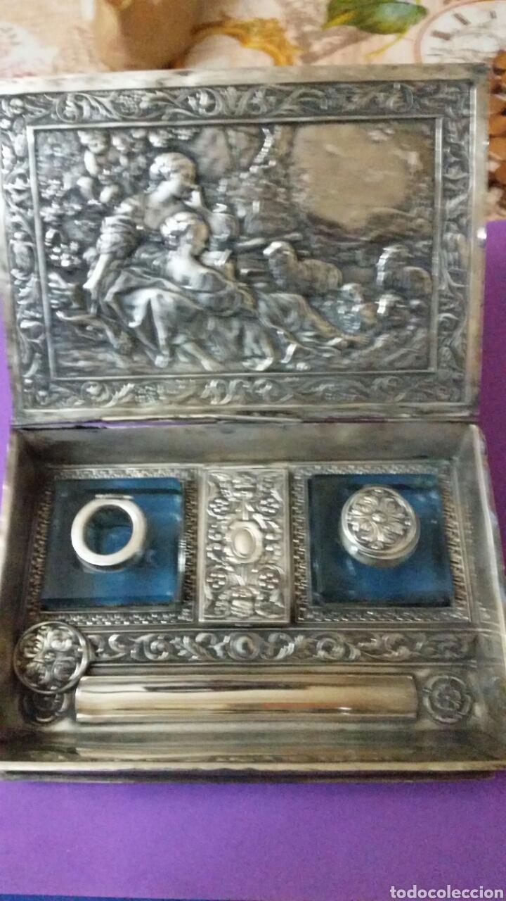 Antigüedades: PRECIOSO TINTERO ESCRIBANIA EN FORMA DE LIBRO TAPAS REPUJADAS - Foto 2 - 183362561
