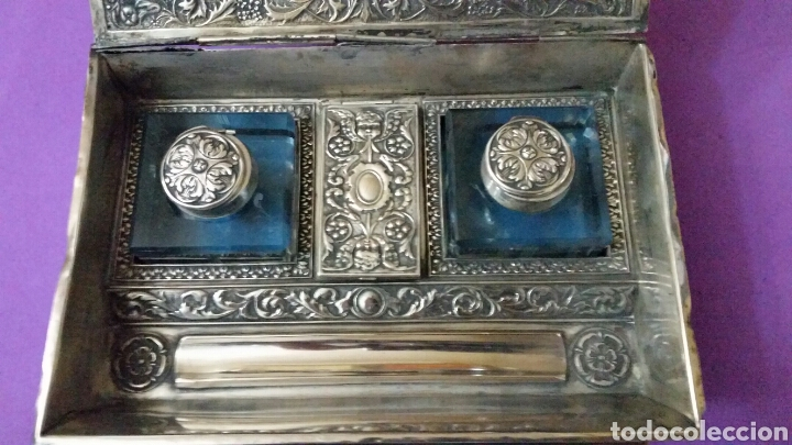 Antigüedades: PRECIOSO TINTERO ESCRIBANIA EN FORMA DE LIBRO TAPAS REPUJADAS - Foto 4 - 183362561