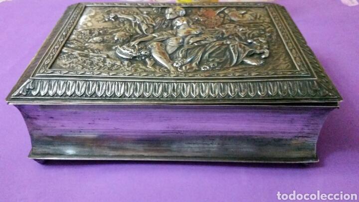 Antigüedades: PRECIOSO TINTERO ESCRIBANIA EN FORMA DE LIBRO TAPAS REPUJADAS - Foto 6 - 183362561
