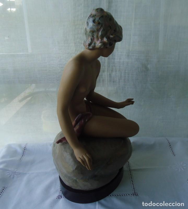 Antigüedades: Figura de mujer DESNUDO REPOSADO en gres. Pieza nº 01012181 escultor Salvador Debón - Foto 4 - 147018694