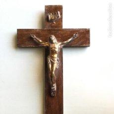 Antigüedades: ANTIGUO CRUCIFIJO DE MADERA CON CRISTO DE METAL (BRONCE O LATON?). Lote 147029930