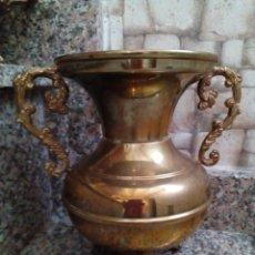 Antigüedades: JARRON DE BRONCE Y LATON. Lote 147054934
