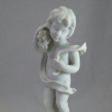 Antigüedades: FIGURA NIÑO BISCUIT CON PEANA DE MADERA. Lote 147056604