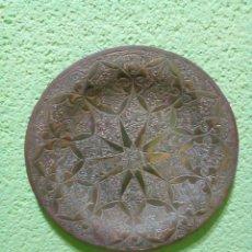 Antigüedades: PLATO DE BRONCE 20 CM. Lote 147059190