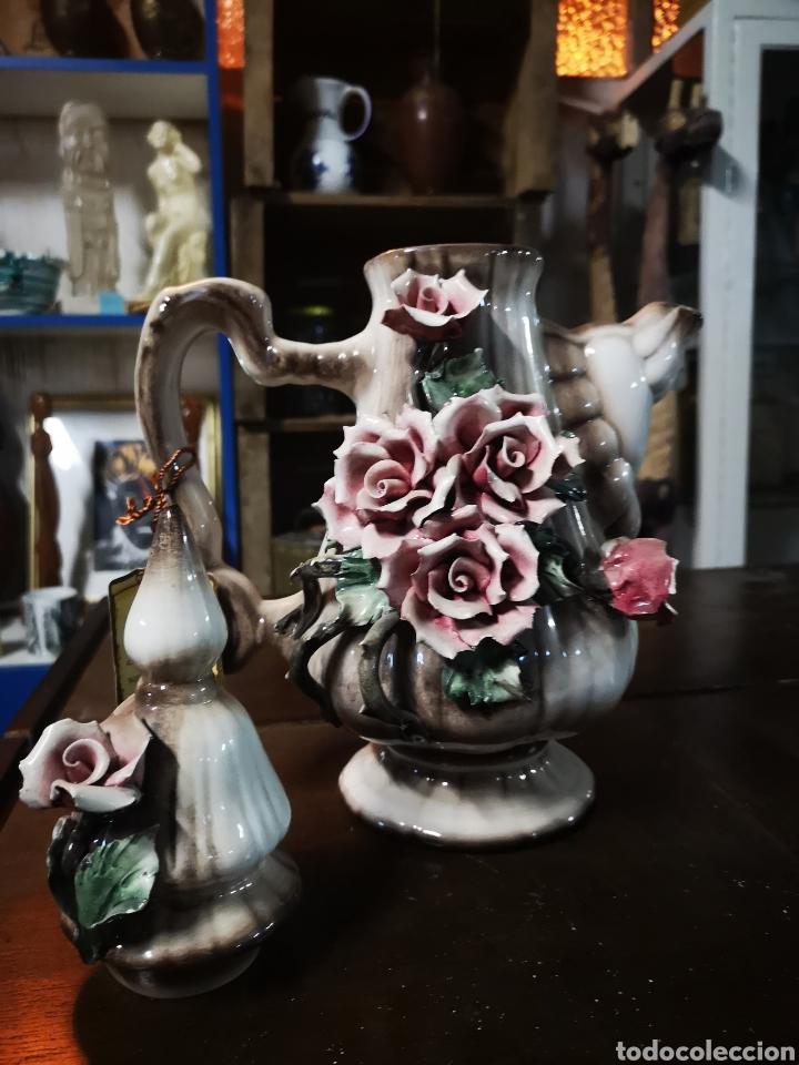 Antigüedades: preciosa tetera de gran tamaño, 35cm tapa incluida. En porcelana de Capodimonte, Italia. - Foto 2 - 147066693