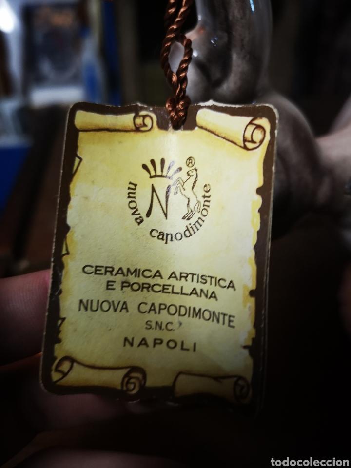 Antigüedades: preciosa tetera de gran tamaño, 35cm tapa incluida. En porcelana de Capodimonte, Italia. - Foto 4 - 147066693