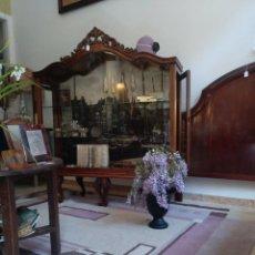 Antigüedades: DE APARADOR A VITRINA. Lote 147067866