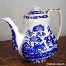Antigüedades: ANTIGUA CAFETERA DE CERÁMICA SAN CLAUDIO ASTURIAS CON MOTIVOS AZULES CON SELLO EN LA BASE. Lote 147071250