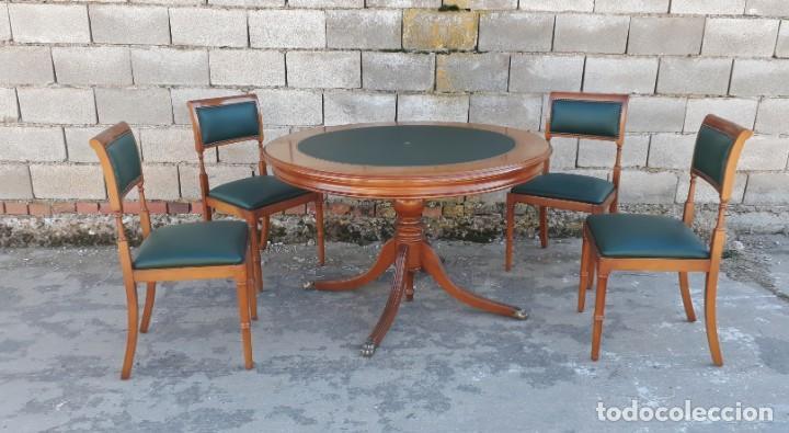 Mesa de juego antigua cuero verde estilo inglés + 4 sillas antiguas cuero  verde. Mesa de comedor.