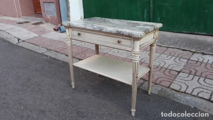 Antigüedades: Mesillas de noche antiguas estilo Luis XVI. Mesitas de dormitorio antiguas color blanco vintage. - Foto 8 - 147090662