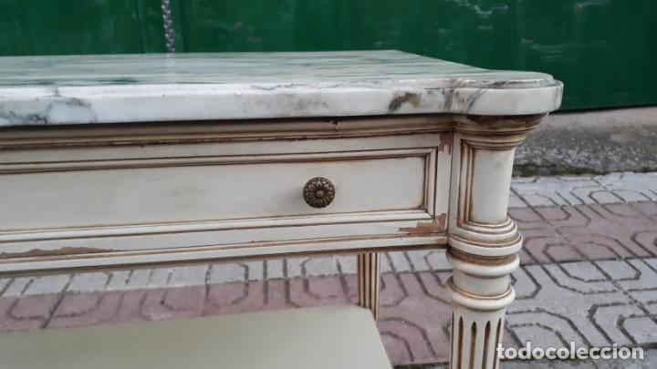 Antigüedades: Mesillas de noche antiguas estilo Luis XVI. Mesitas de dormitorio antiguas color blanco vintage. - Foto 11 - 147090662