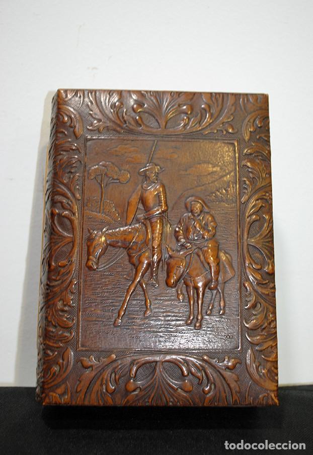 PURERA ANTIGUA DE CUERO REPUJADO (Antigüedades - Varios)