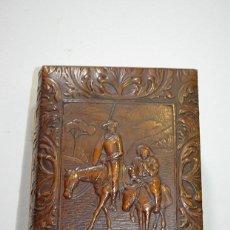 Antigüedades: PURERA ANTIGUA DE CUERO REPUJADO. Lote 147132794