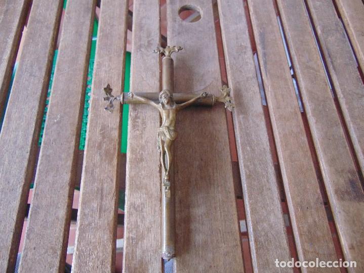 CRUZ CRUCIFIJO DE ALTAR DE IGLESIA O SIMILAR EN BRONCE MIDE 28,5 X 17.5 CM (Antigüedades - Religiosas - Cruces Antiguas)